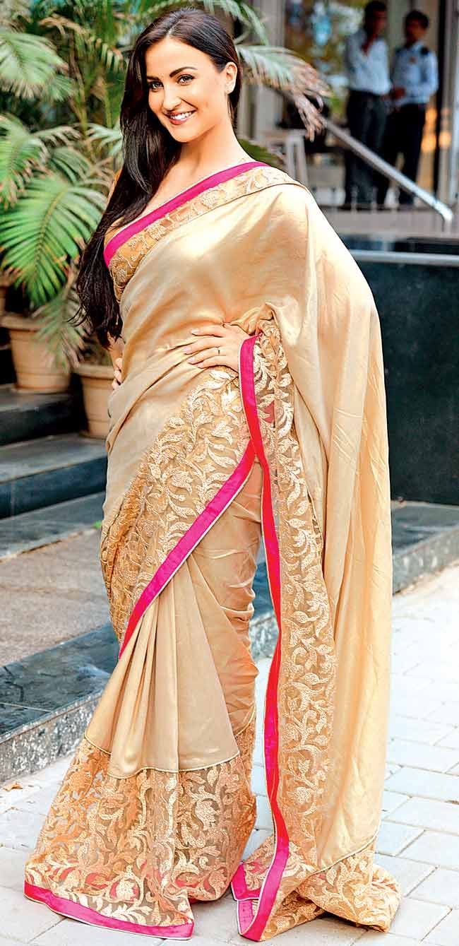 Elli avram street from saree photos