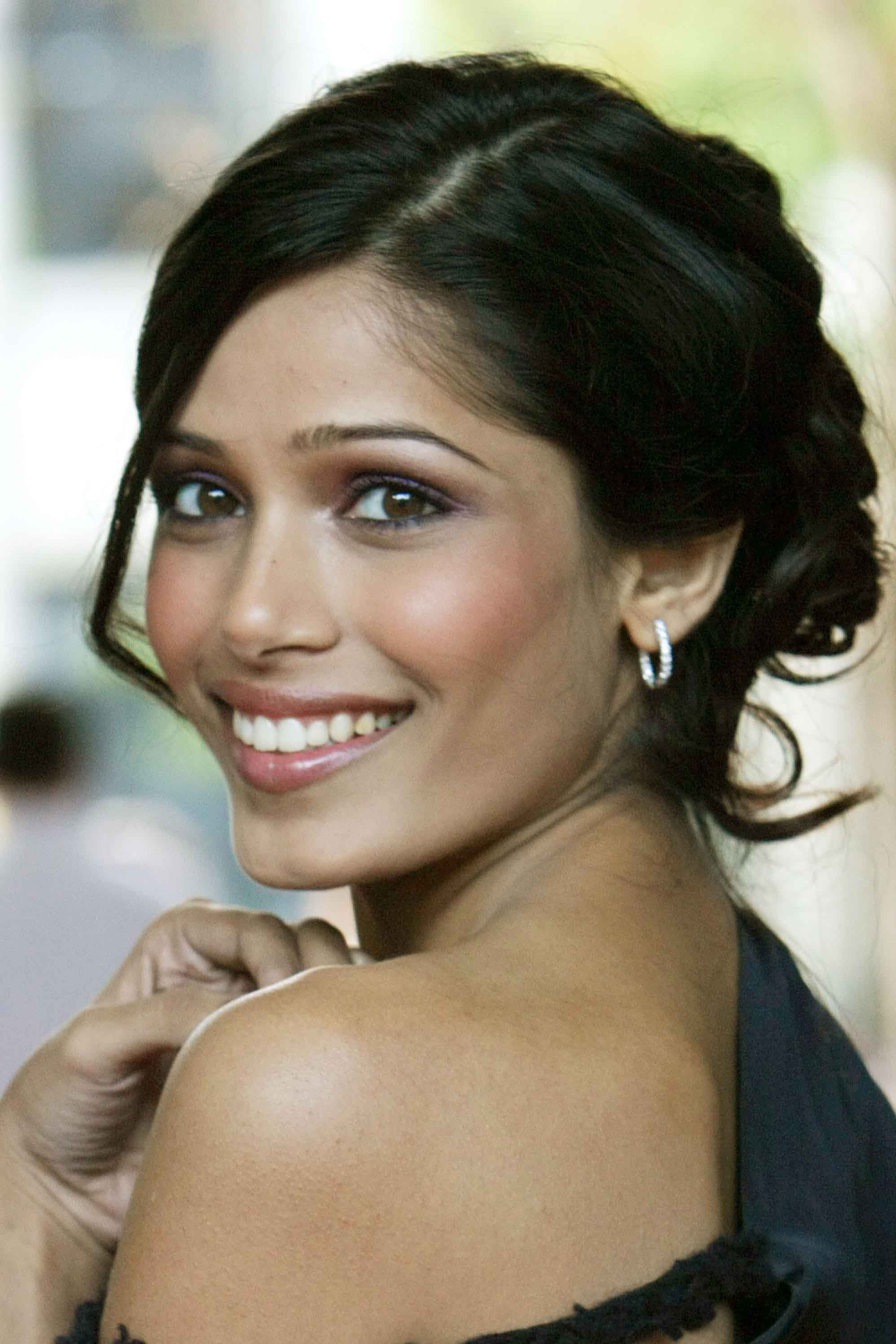Freida pinto back side pictures