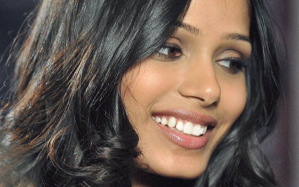 Freida pinto desktop wallpapers