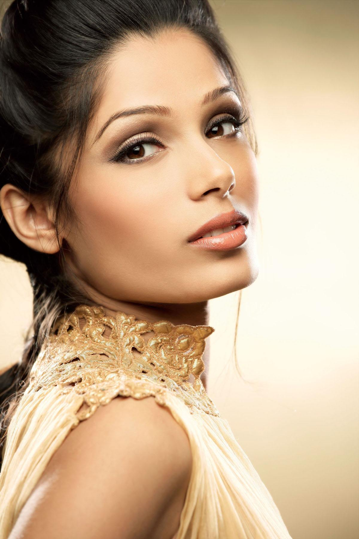 Freida pinto face wallpapers