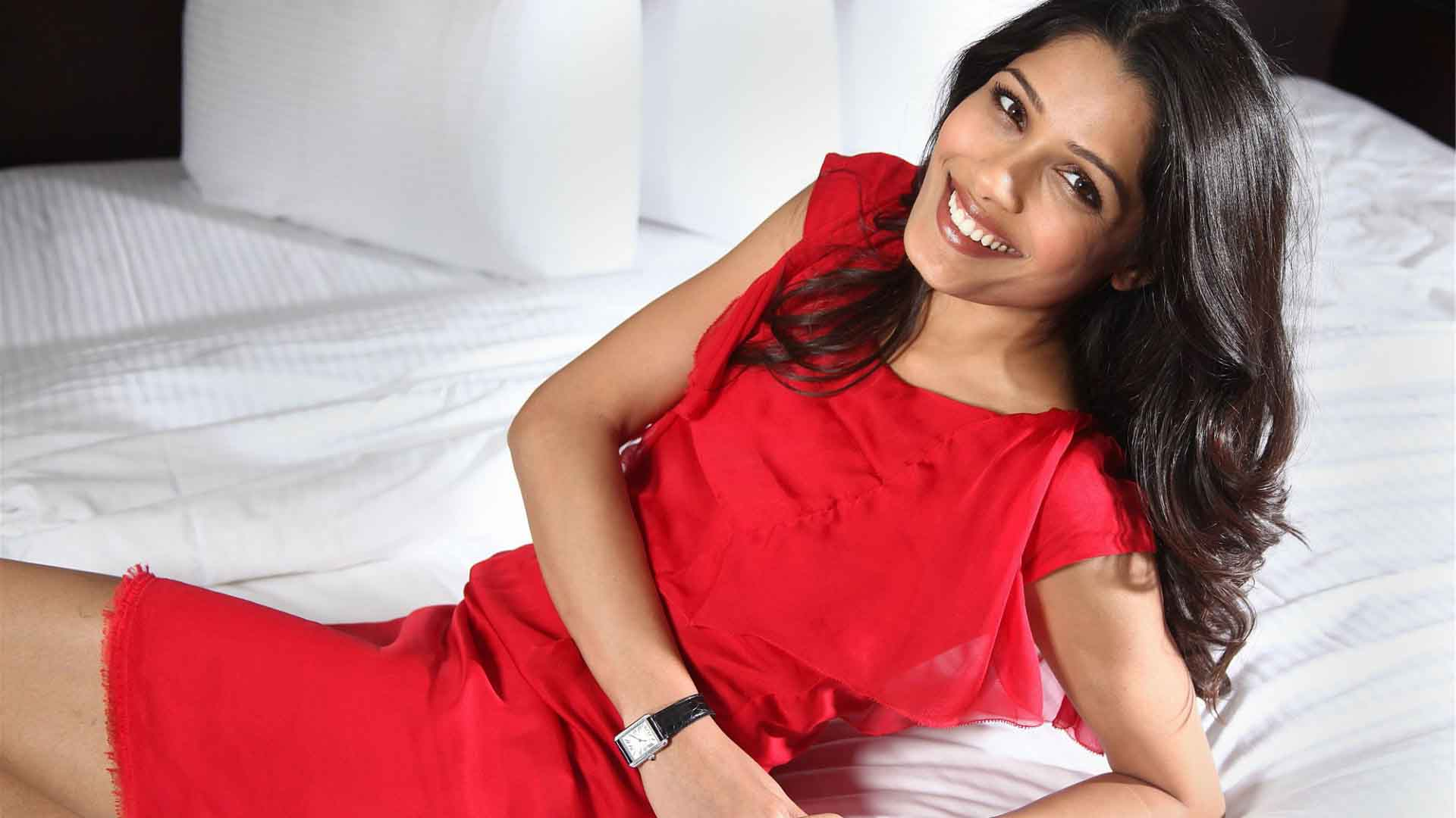 Freida pinto red dress pictures