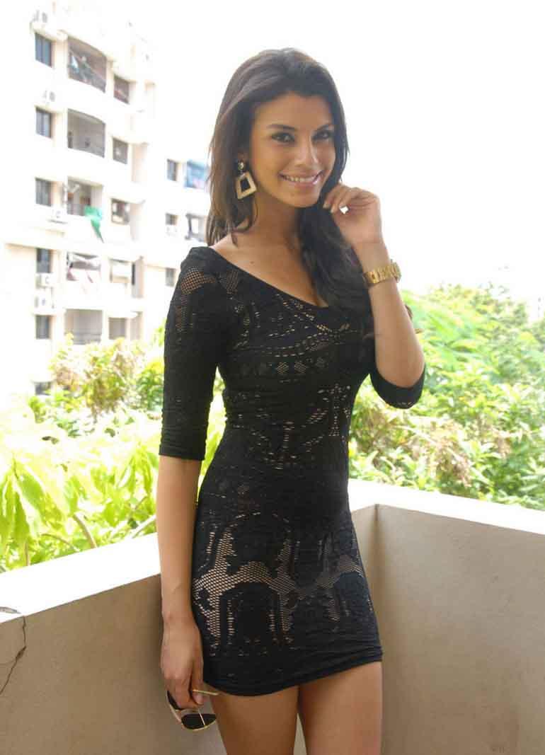 Gabriela bertante black dress photos