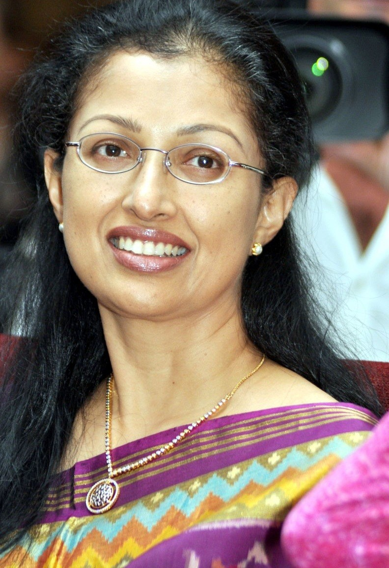Gouthami smile pictures