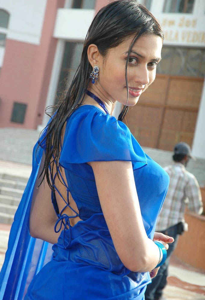 Gowri pandit back side photos