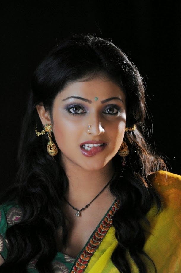 Haripriya romantic photos