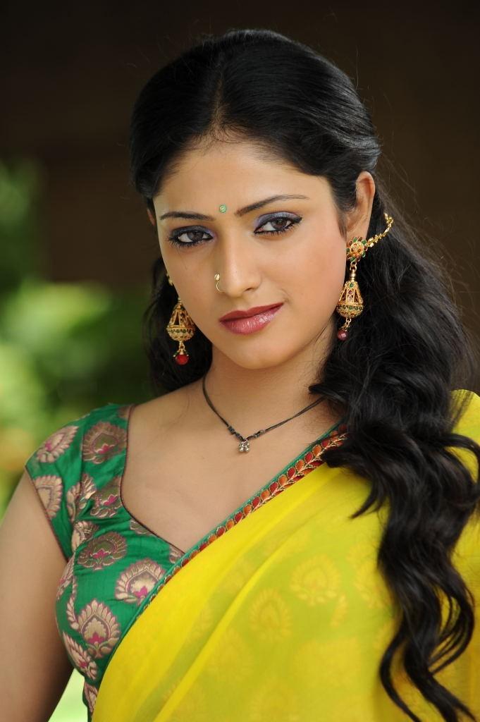 Haripriya saree face photos