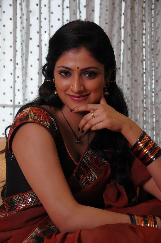 Haripriya saree photos