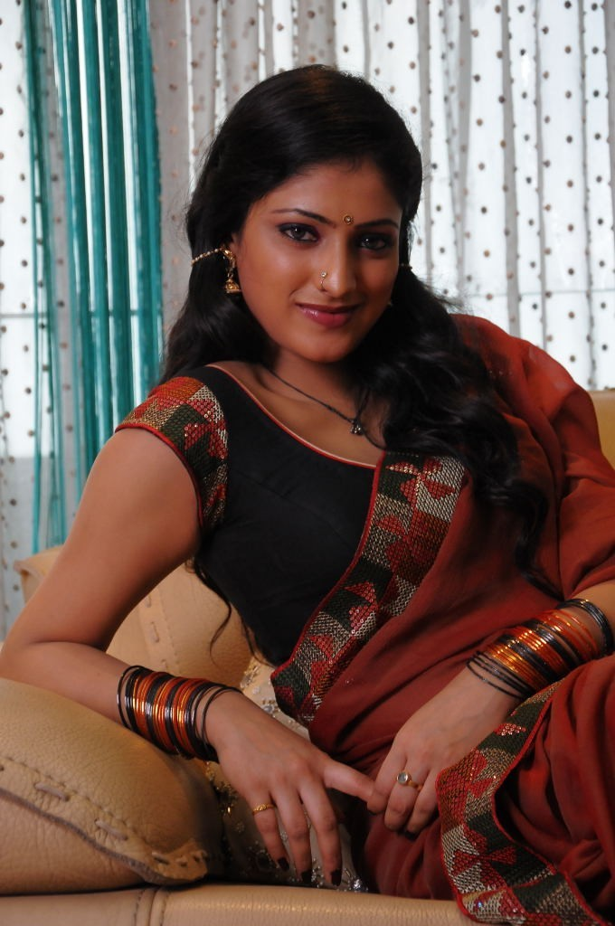 Haripriya saree pictures