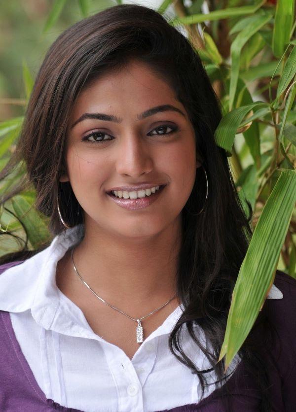 Haripriya smile photos