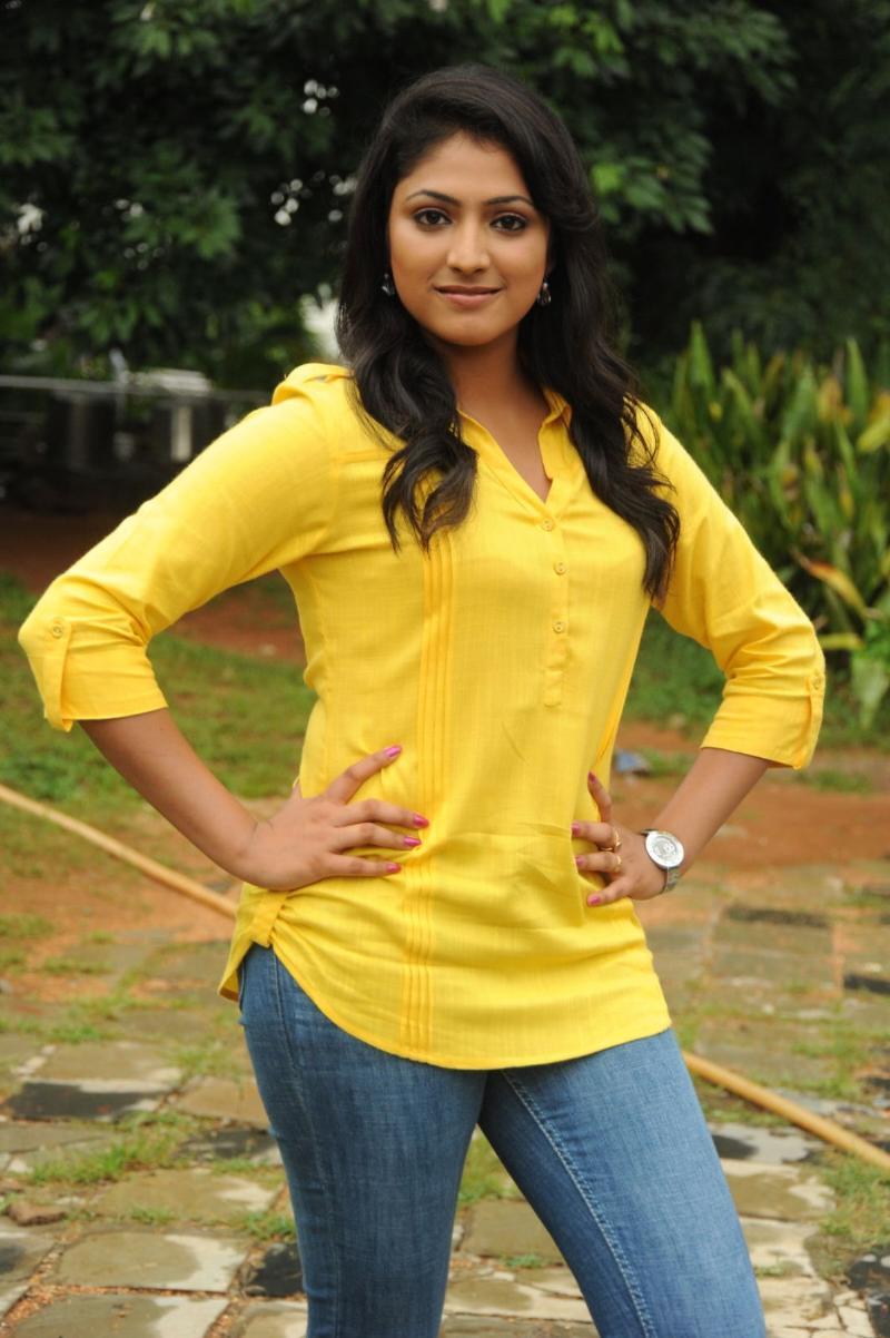 Haripriya yellow dress photos