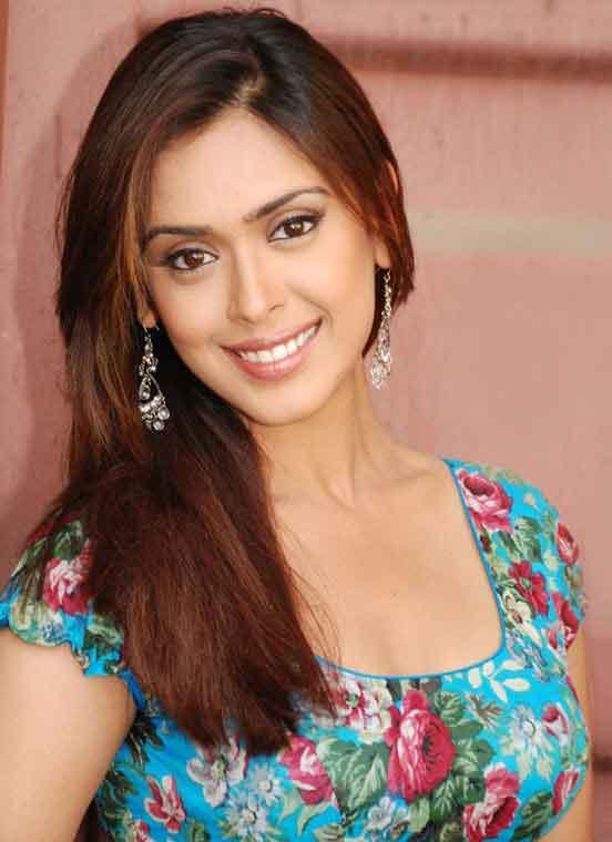 Hrishita bhatt face pictures