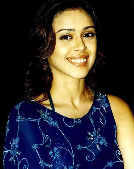 Hrishita bhatt smile photos