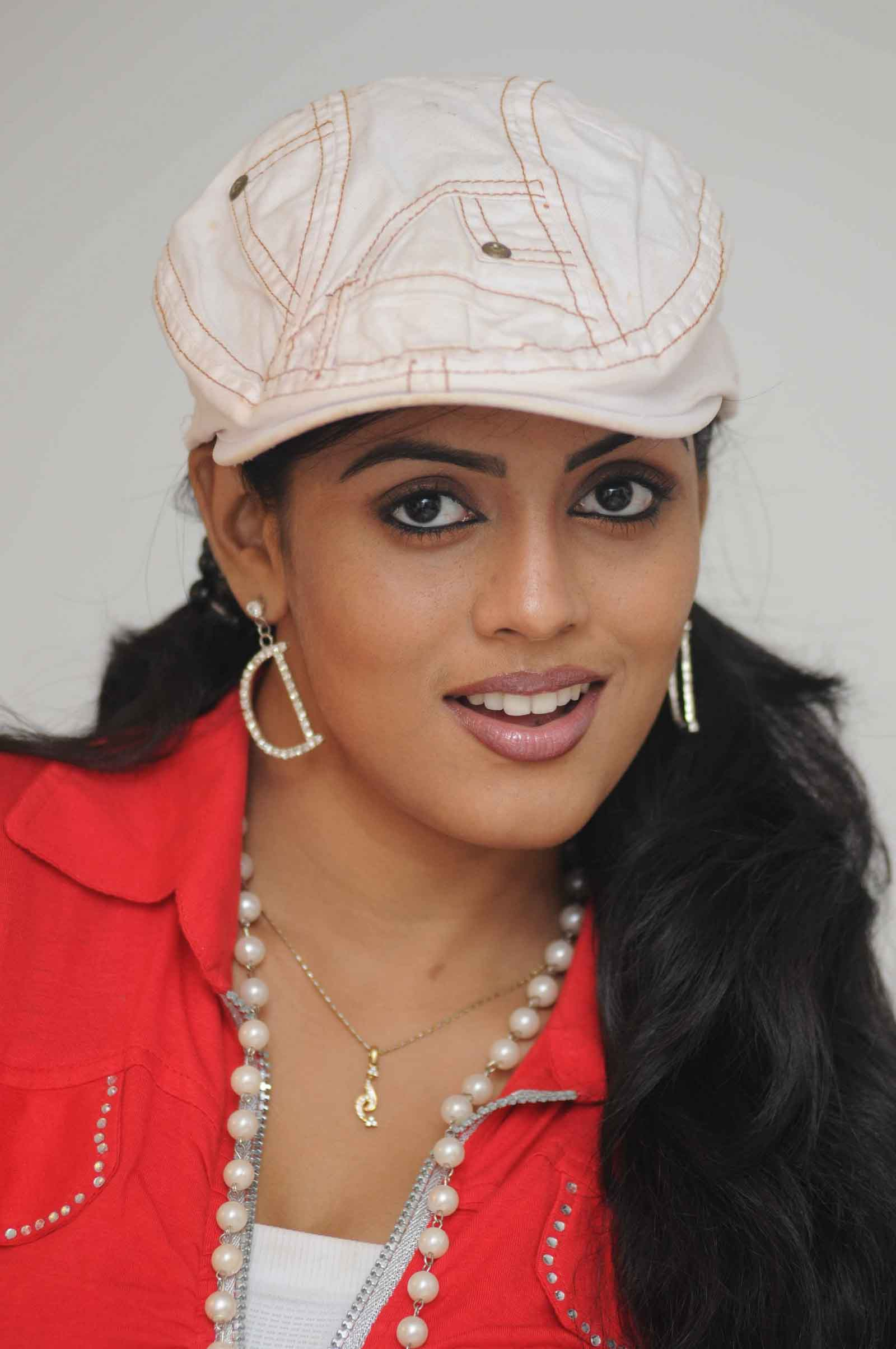Iniya face pictures