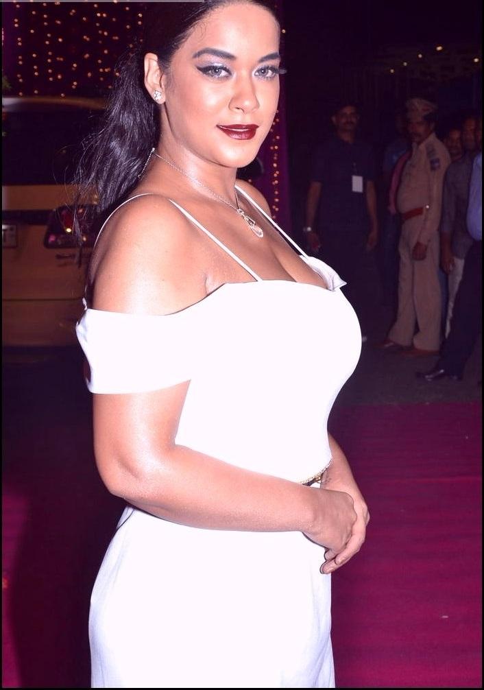 Mumaith khan white dress hd wallpaper