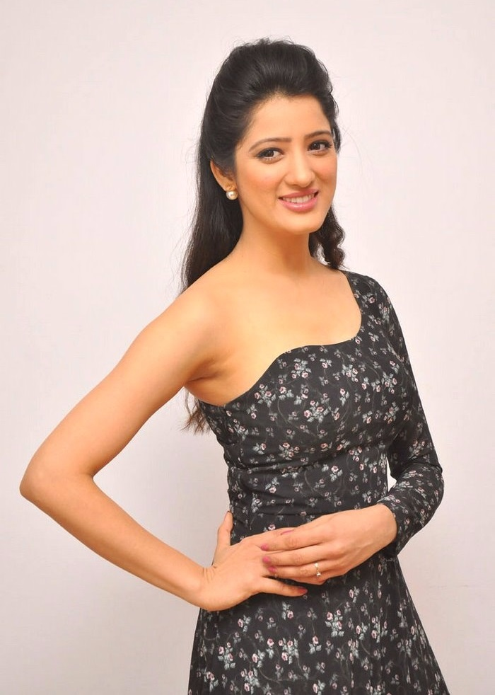 Richa panai black dress exclusive fotos