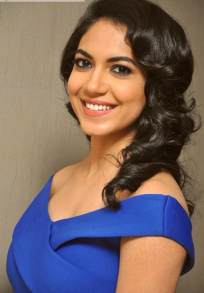 Ritu varma blue dress heroine wallpaper