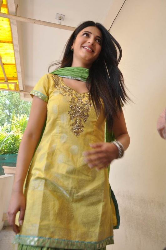 Shruti haasan yellow salwar kameez photos