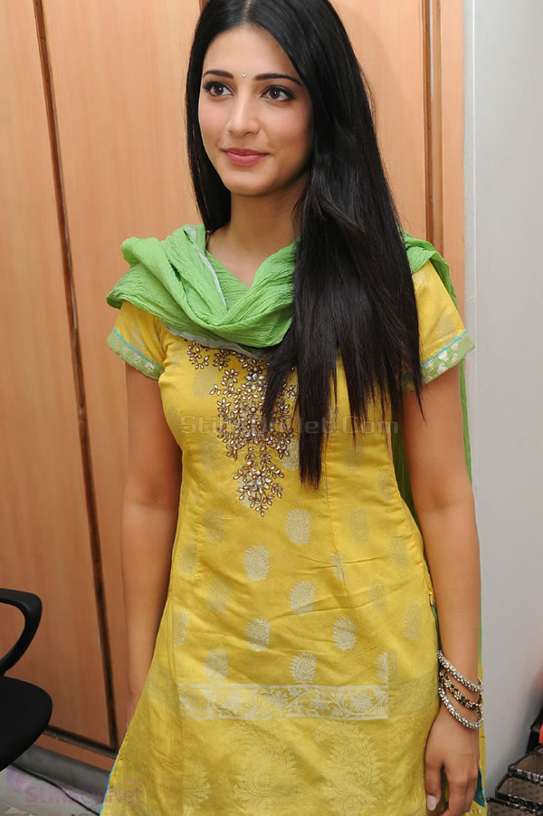 Shruti hassan yellow sudithar photos