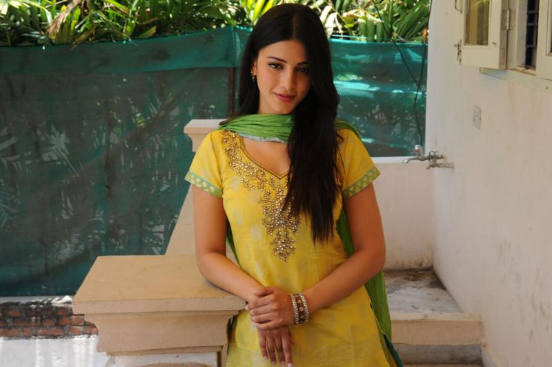 Shruti hassan yellow sudithar stills
