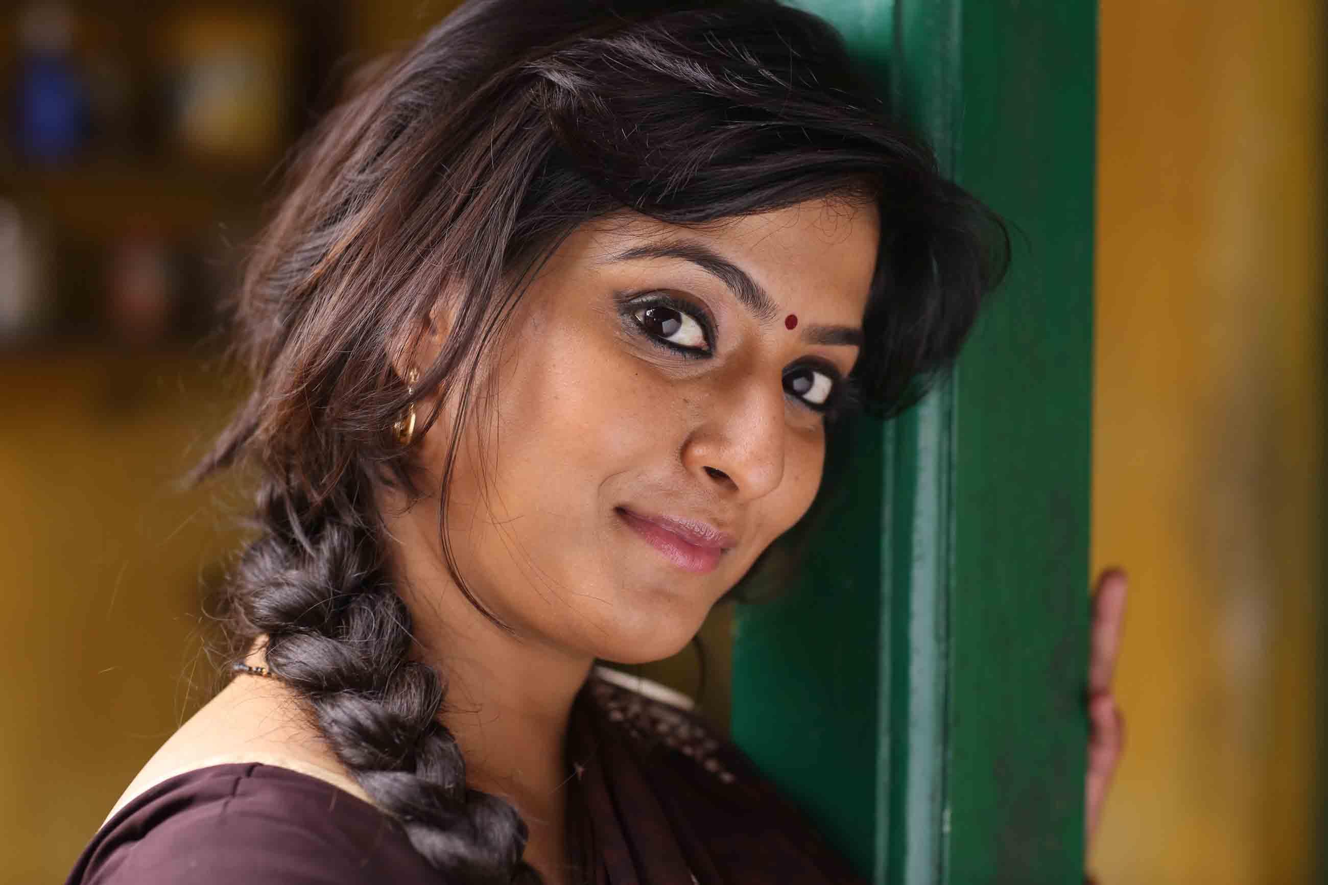 Vikram vedha actress varalaxmi pictures