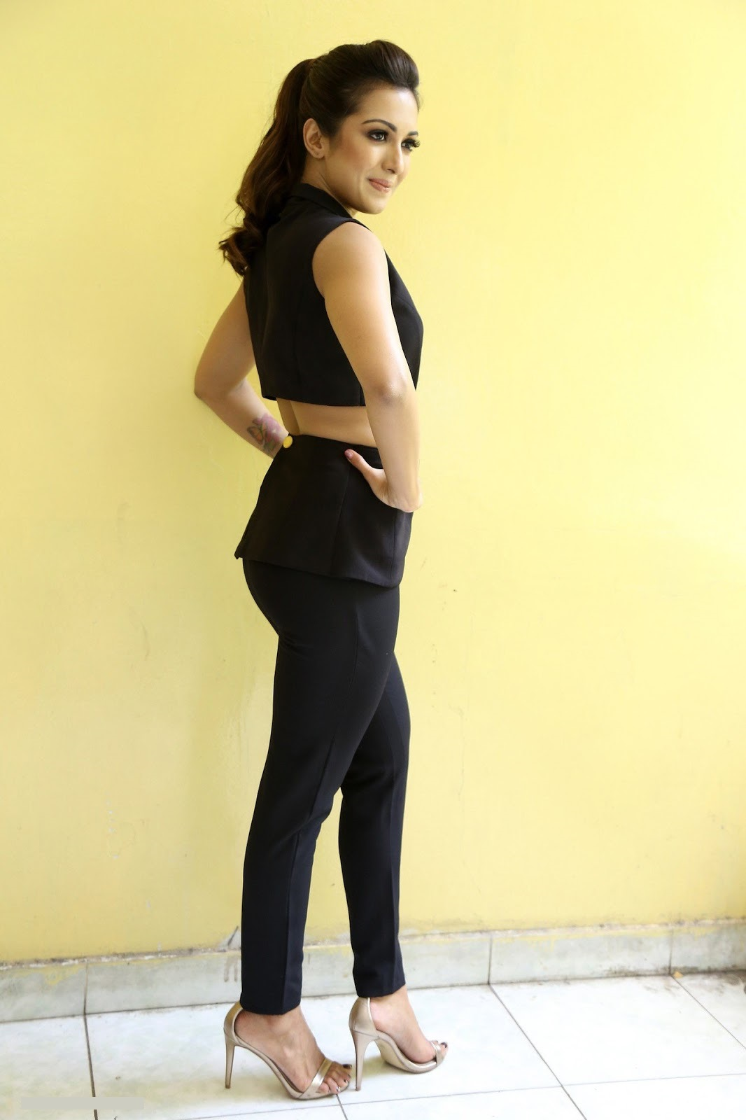 Actress hd hot catherine tresa interview black dress beautiful pictures