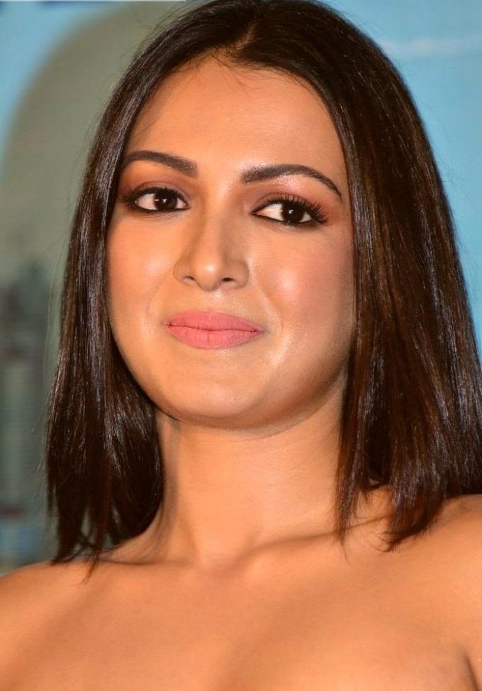 Aditi miyakal actress cute face white dress pictures
