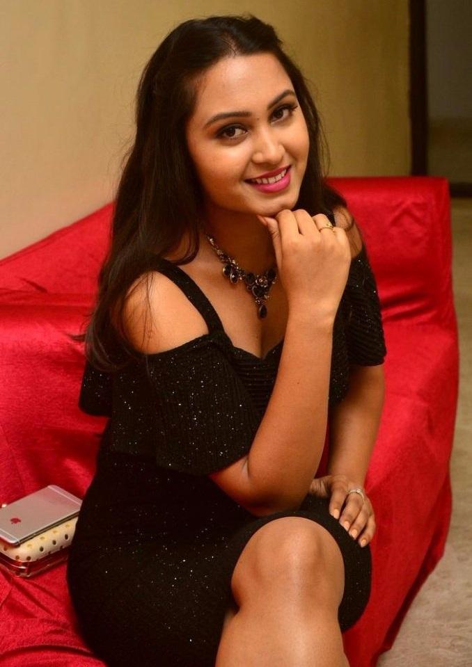 Amulya black dress modeling image