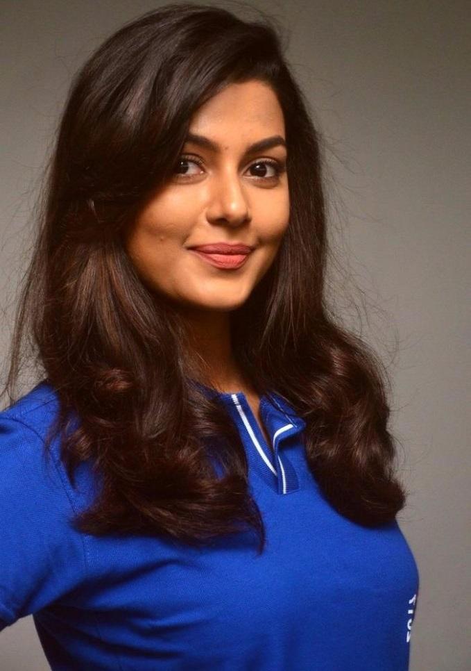 Anisha ambrose glamour pics