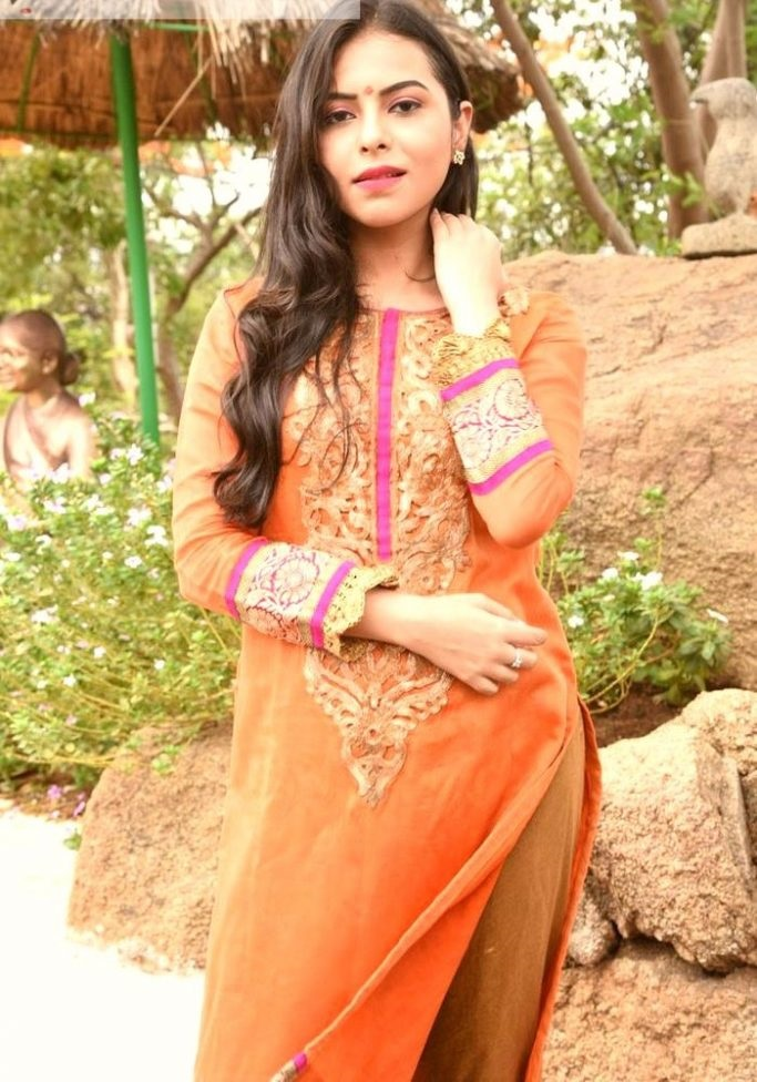Farah naaz orange dress cute wallpaper