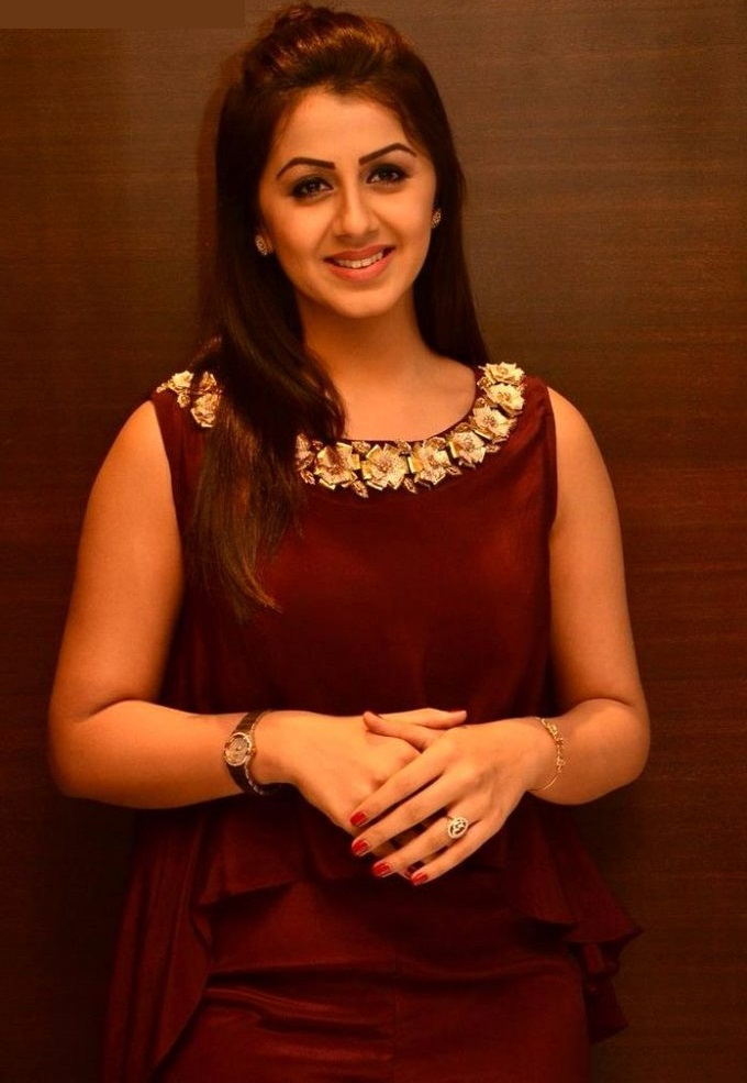 Heroine nikki galrani red dress glamour pictures