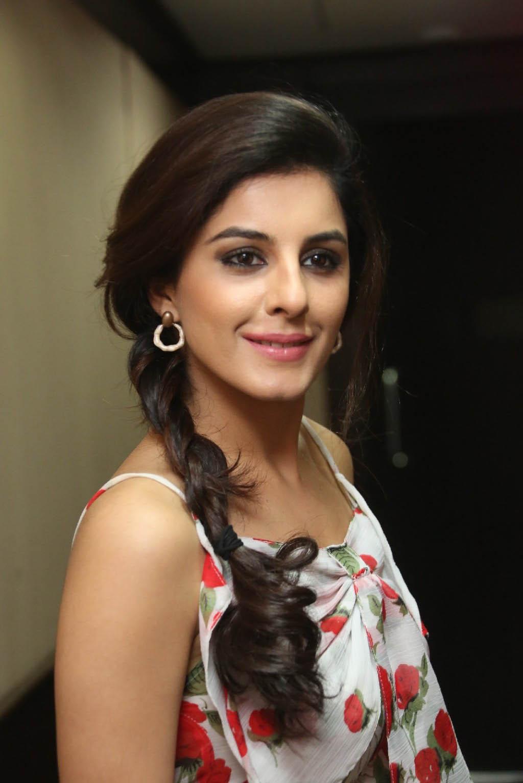 Isha talwar cute hairstyle photos
