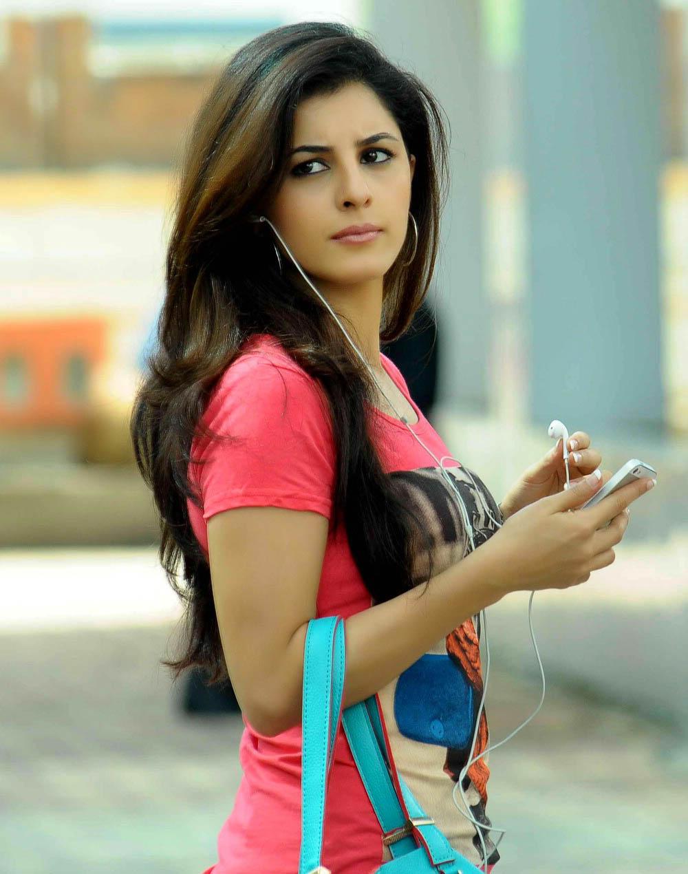 Isha talwar side look photos