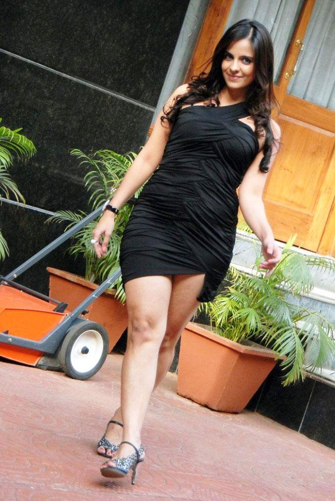 Jennifer kotwal black dress photos
