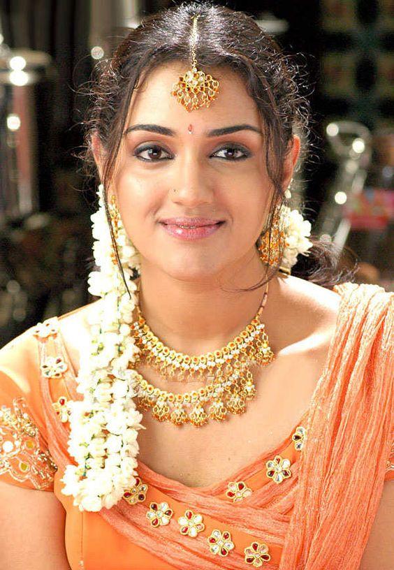 Jennifer kotwal saree cute pictures