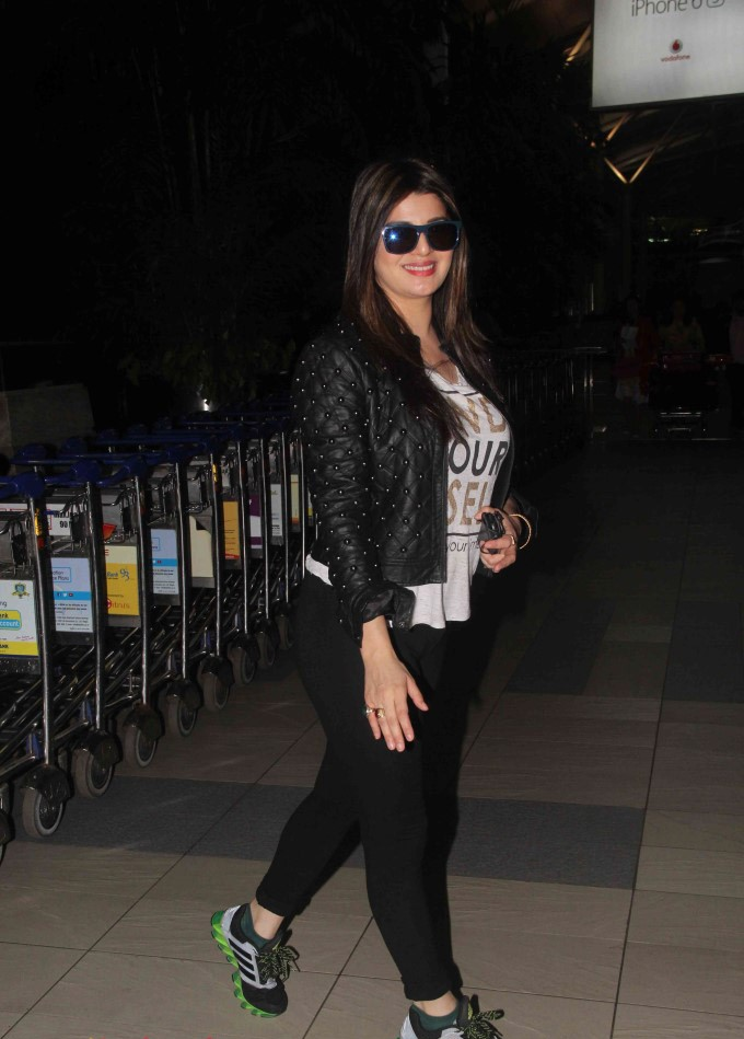 Kainaat arora street in night photos