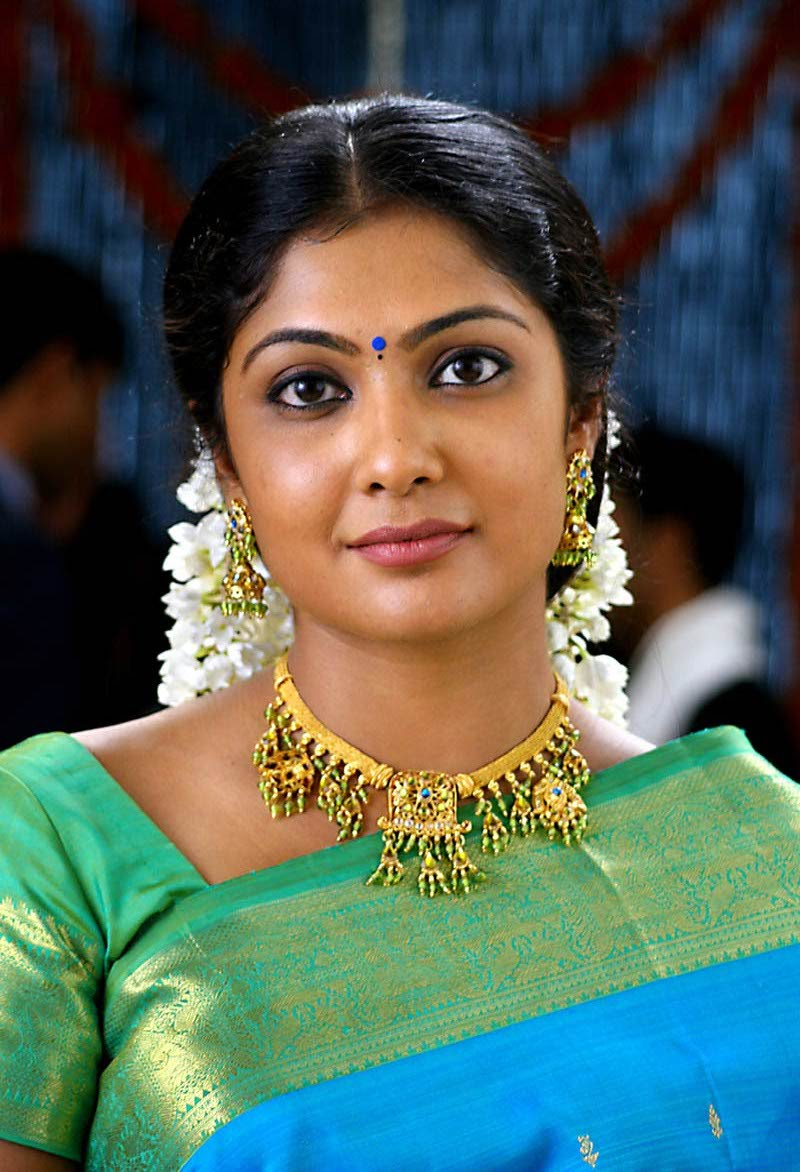 Kamalinee mukherjee cute saree face photos