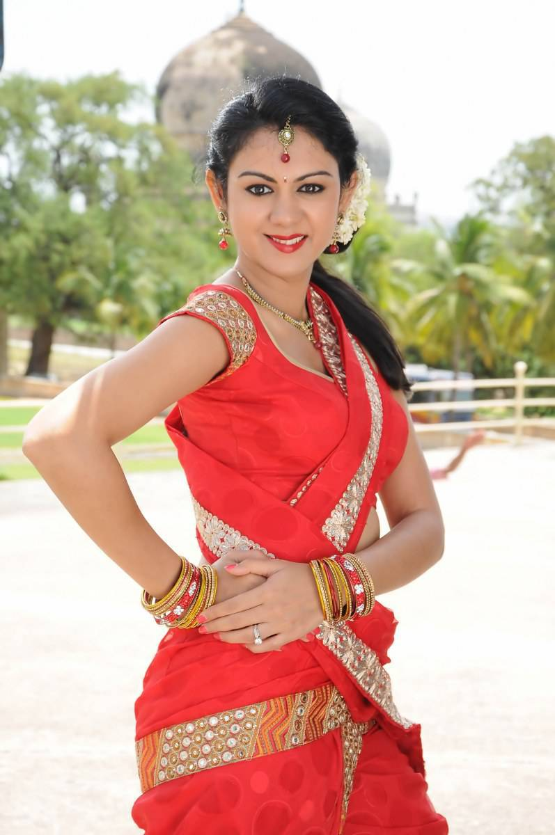 Kamna jethmalani red saree stills