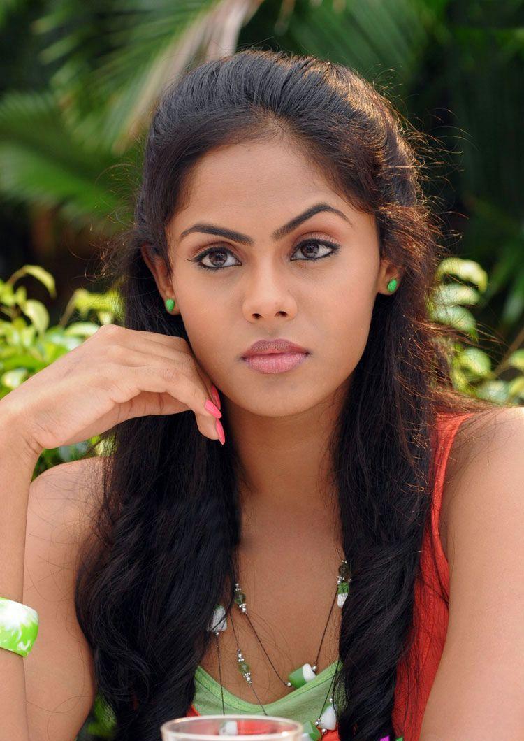 Karthika nair face photos