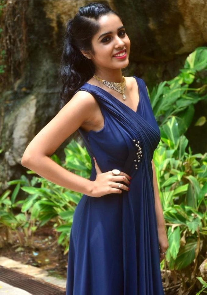 Keerthi blue dress unseen stills