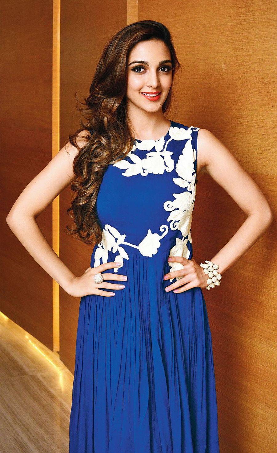 Kiara advani blue dress pics