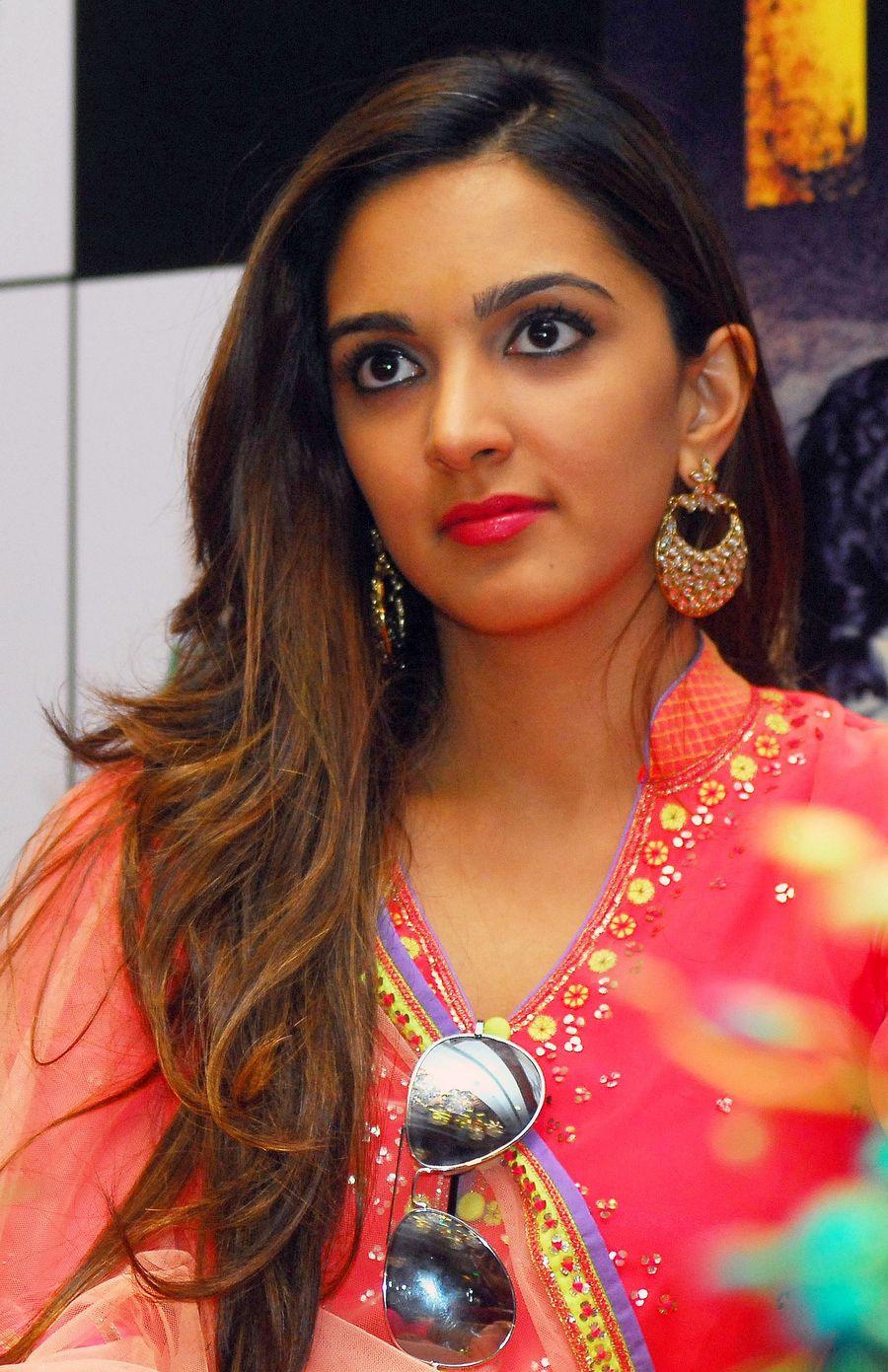 Kiara advani cute look photos