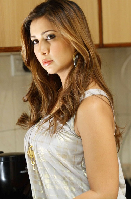 Kim sharma side look photos