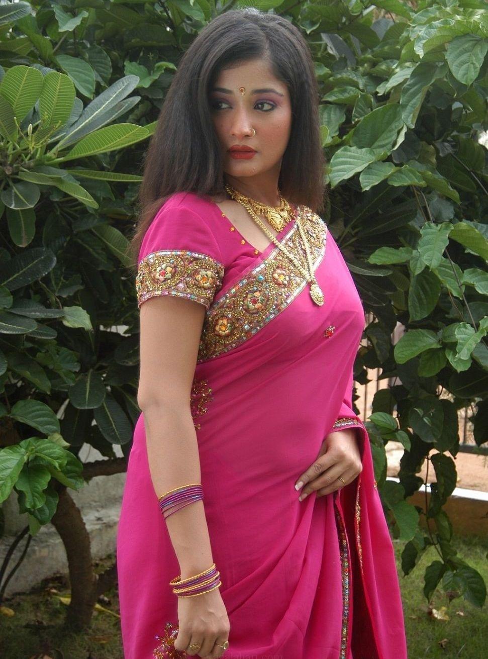 Kiran rathod saree in function photos