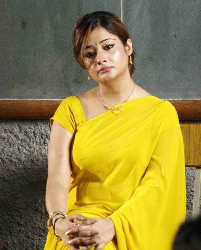 Kiran rathod yellow saree photos