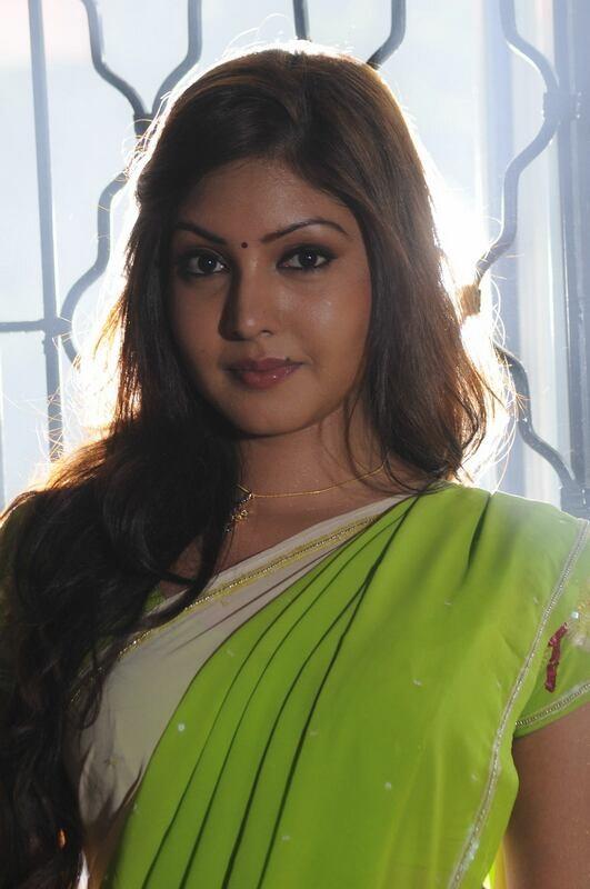 Komal jha saree face photos