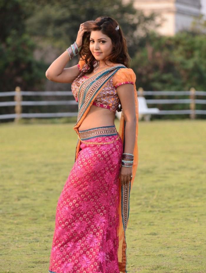 Komal jha saree photos