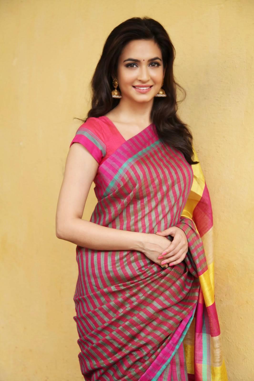 Kriti kharbanda saree pictures