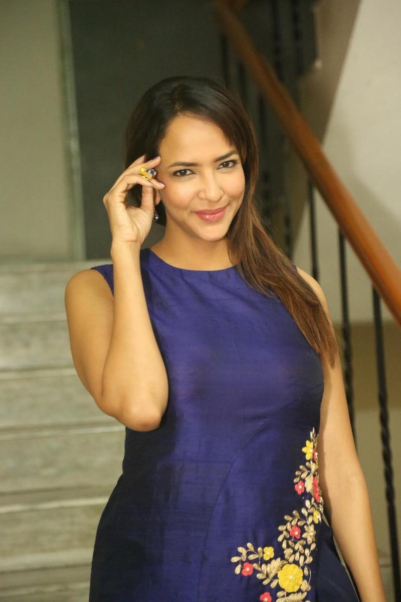 Lakshmi manchu cute photos