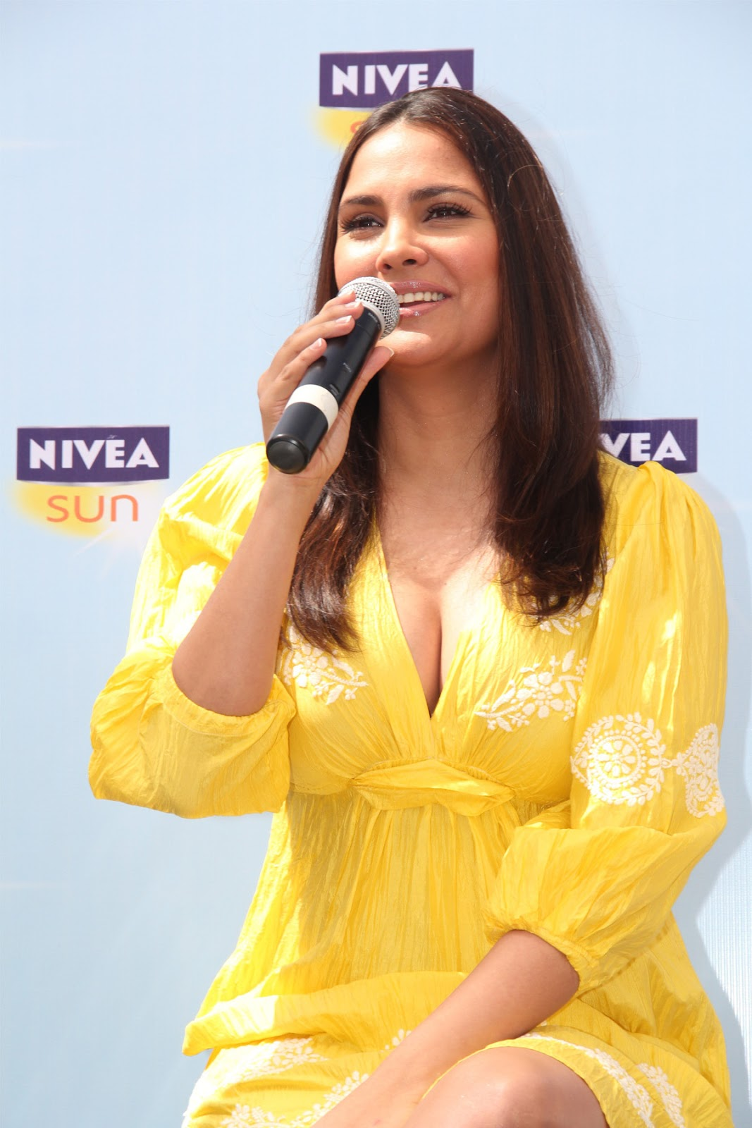 Lara dutta yellow dress photos