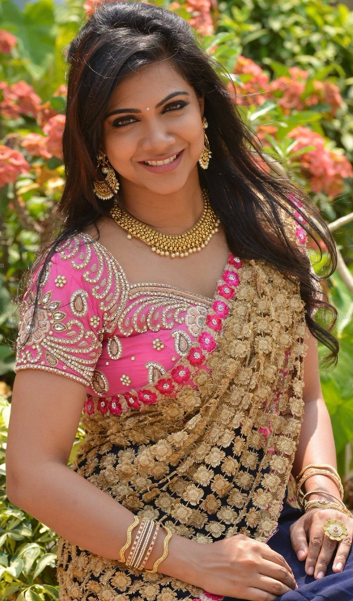 Madonna sebastian saree smile photos
